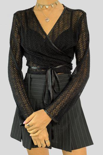 Boho Vintage Y2K Black Wrap Knit Crop Top – L front knot top